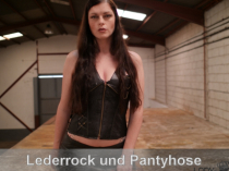 Pantyhose und Lederrock