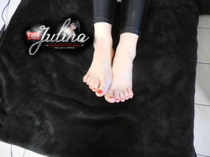 Lackierte Zehnägel & Füße