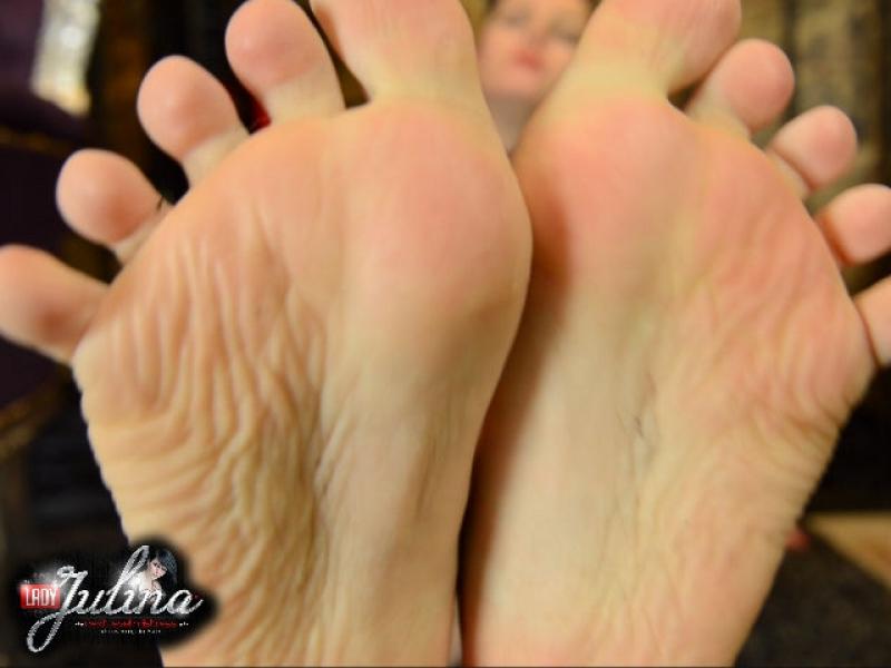 Meine Füße machen Dich zum Spermaschlucker
